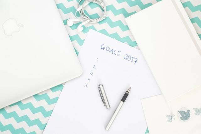 Piece of paper titled Goals 2017 with a pen laid on top