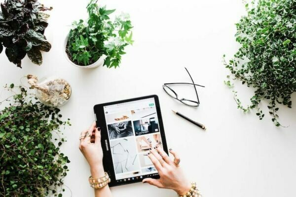 Electronic tablet, plants