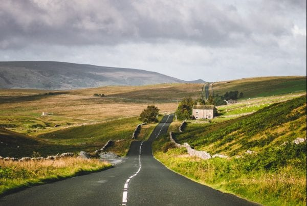 Country road to show leadership rituals