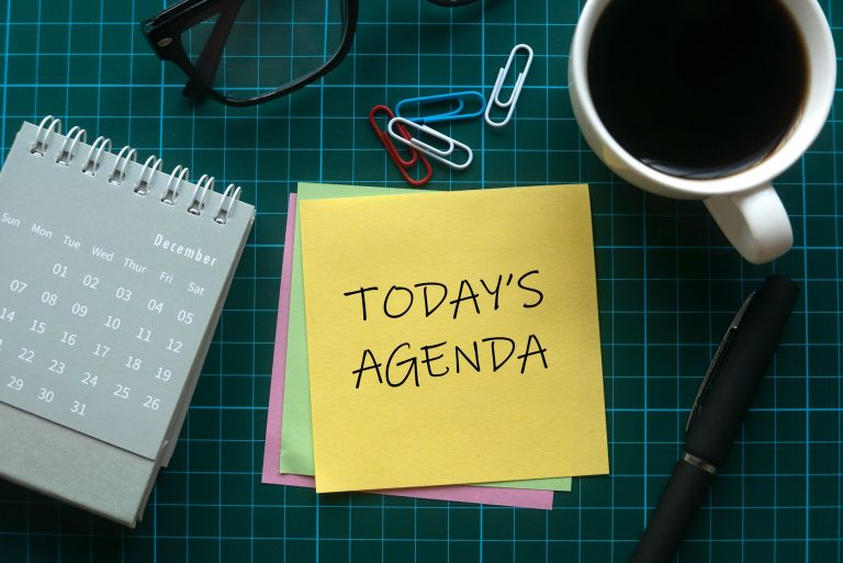 Post it notes with Today's Agenda written on it